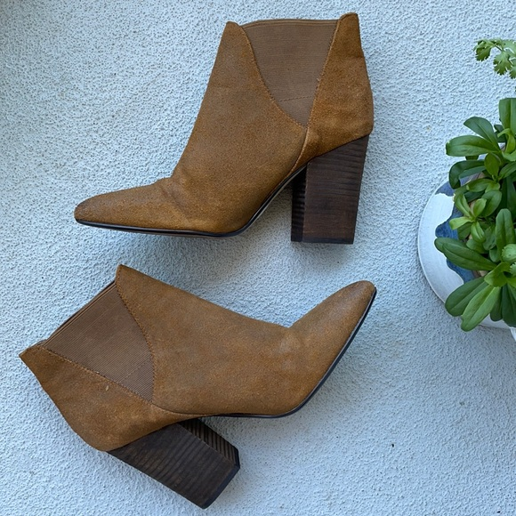 CROWN VINTAGE sepia suede leather pointed booties